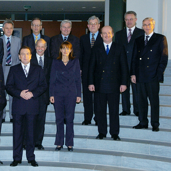 "2004: Treffen der ""Partner für Innovation"" mit Bundeskanzler Dr. Gerhard Schröder