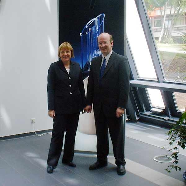 2004: Bundeskanzlerin Dr. Angela Merkel besucht das DFKI in Saarbrücken