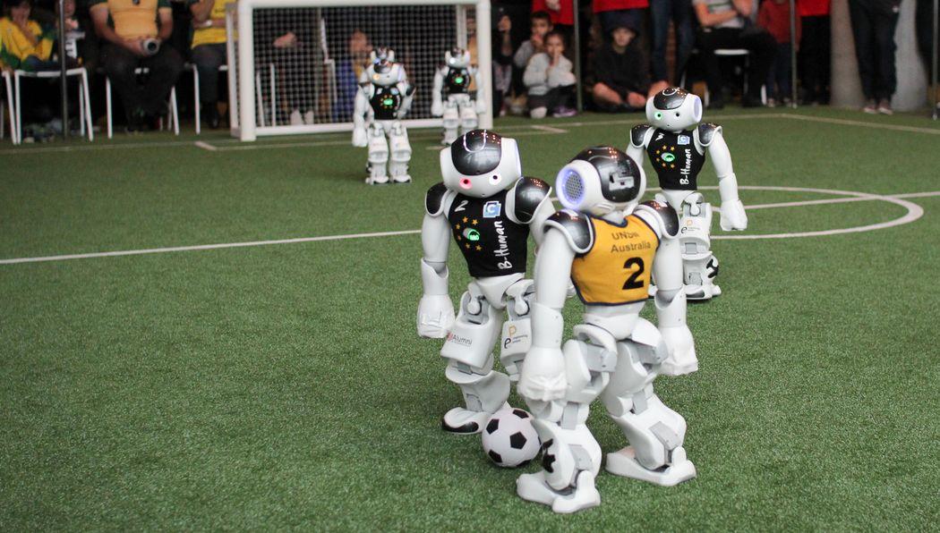 Die Kicker von B-Human im Spiel gegen das australische Team beim RoboCup 2019 in Sidney