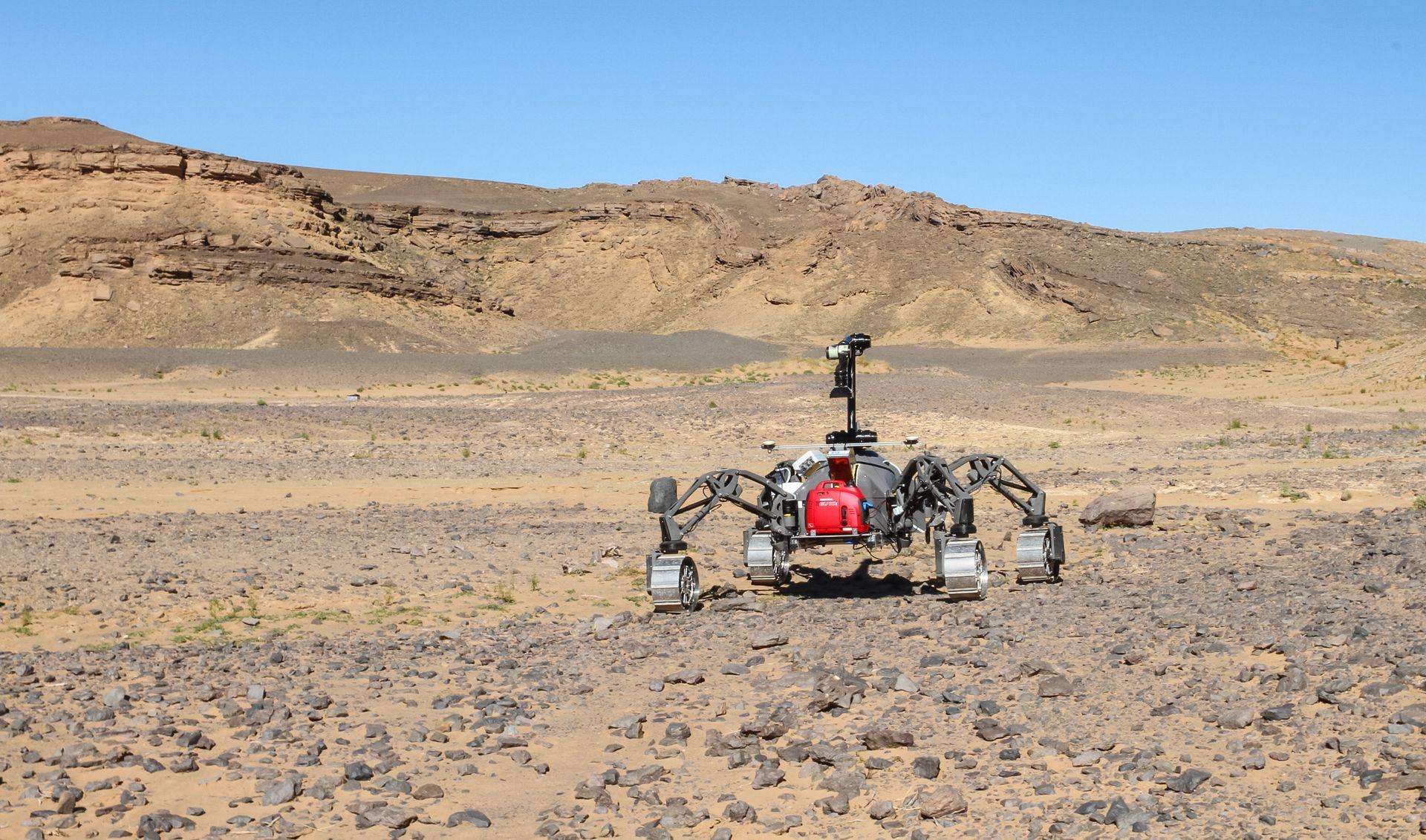 Rover SherpaTT beim Einsatz in der Wüste