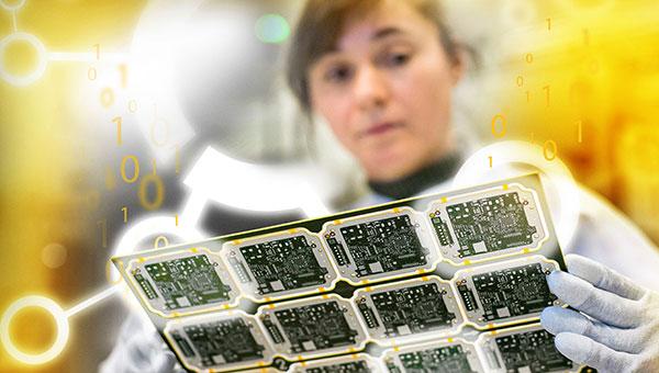 Teaser-Bild zur Kooperation von Continental und DFKI: Frau im Labor hält Leiterplatten in der Hand