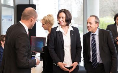 Dengel, Hoffmann und Wolf im Gespräch im smart office space