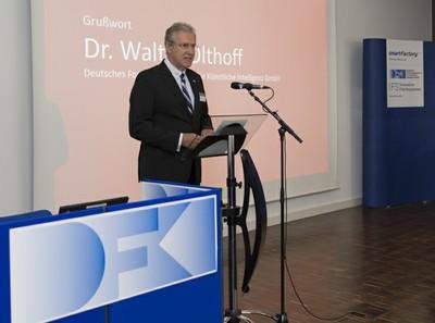 Dr. Walter Olthoff bei seinem Grußwort