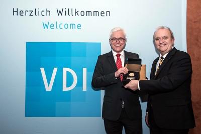 Prof. Detlef Zühlke (r.) und Prof. Udo Ungeheuer