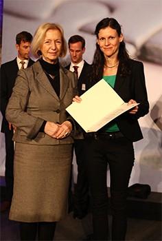 Ministerin Wanka (l.) und Gabriele Bleser (r.)
