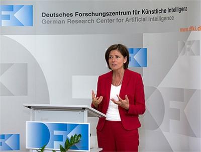 Ministerpräsidentin Dreyer bei ihrer Ansprache im DFKI